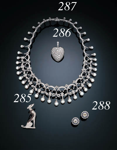 AN ELEGANT CULTURED PEARL AND DIAMOND NECKLACE