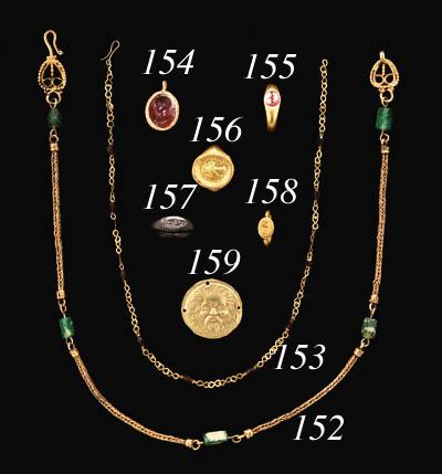 A ROMAN GOLD AND GARNET NECKLA