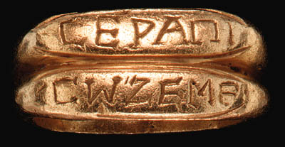 A ROMAN GOLD DOUBLE RING