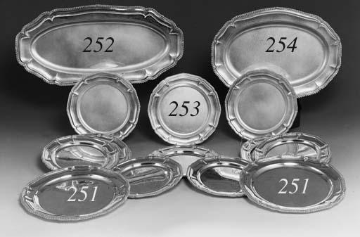 Due piatti ovali da portata per pesce in argento roma - Piatti da portata particolari ...