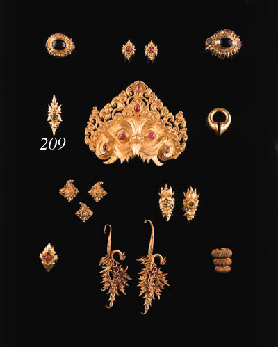 a javanese gold ear ring