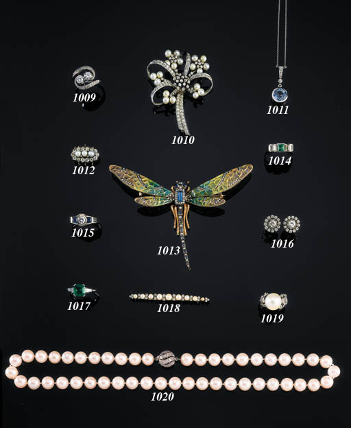 AN ELEGANT CULTURED PEARL AND