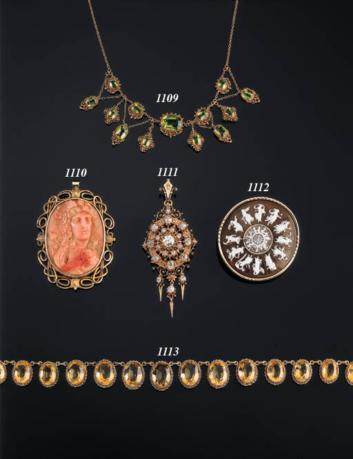A SHELL CAMEO AND GOLD BROOCH