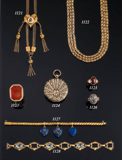 A GOLD AND GARNET MEMORIAL RIN