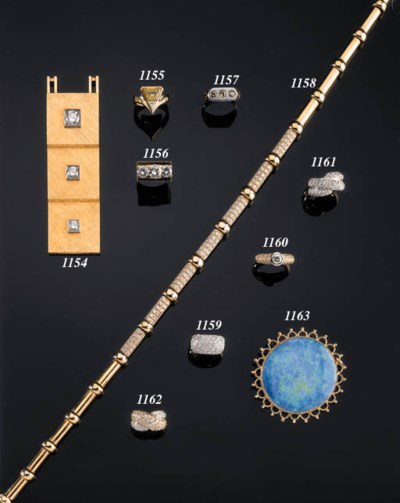 A PENDANT AND RING BOTH SET WI