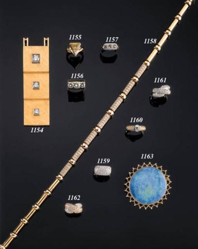 A DIAMOND-SET BAND RING
