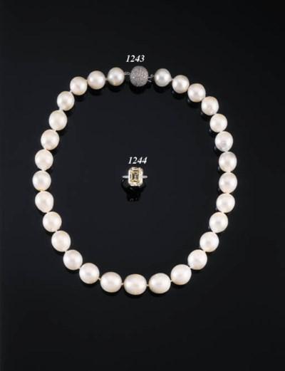 AN ELEGANT DIAMOND SINGLE-STON