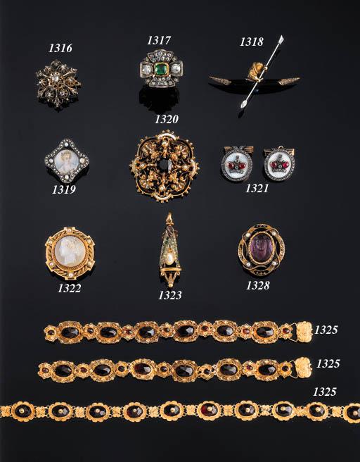 A 18K GOLD, ONYX AND DIAMOND K