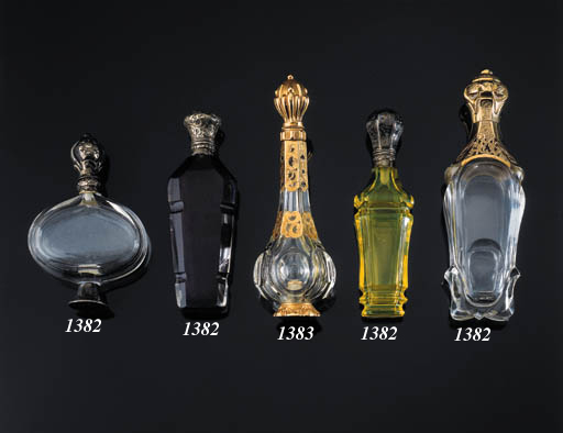 A GOLD MOUNT SCENT BOTTLE WITH