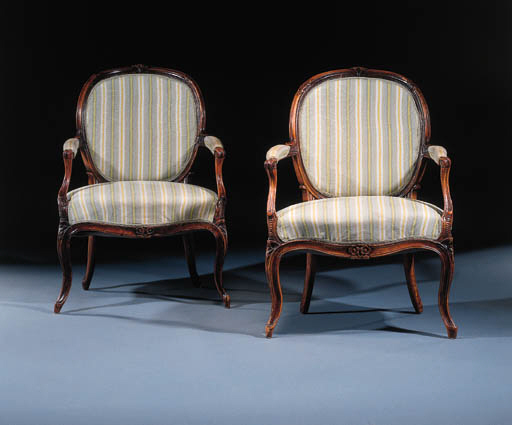 A pair of Dutch beechwood faut