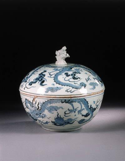 An Arita blue and white tureen