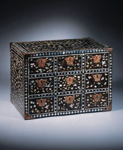 A Namban lacquer chest