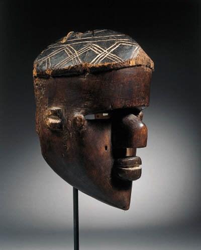 a fine lwalwa mask