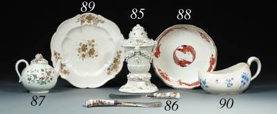 A Vincennes shaped plate (assi