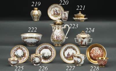 A Meissen hausmalerei teabowl
