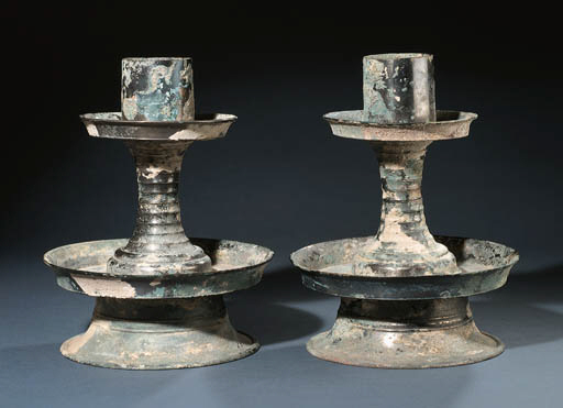 A RARE PAIR OF BRONZE TIERED L