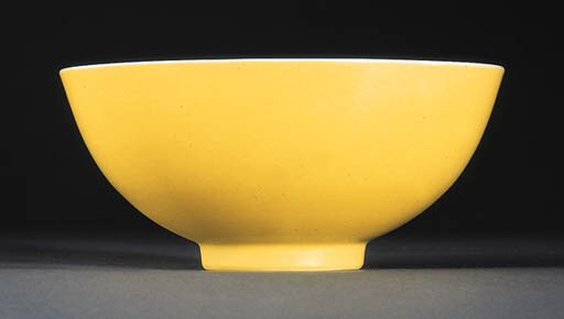 A FINE YELLOW-GLAZED BOWL