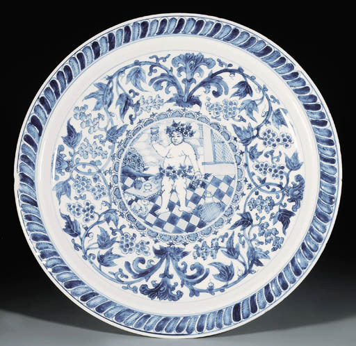 A RARE LARGE BLUE AND WHITE 'B