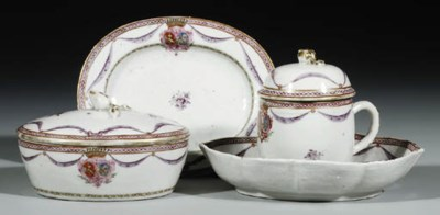 A FAMILLE ROSE ARMORIAL OVAL B