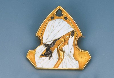 An Art Nouveau Enamel Brooch b