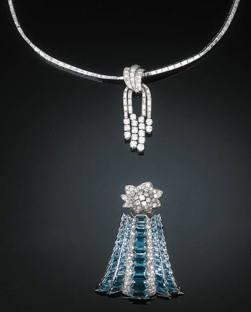 A Diamond Line Necklace with T