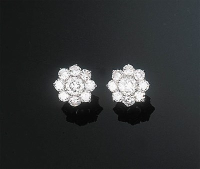 A Pair of Diamond Cluster Ear