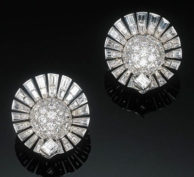 A Pair of Diamond-set Ear Clip