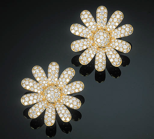 A Pair of Diamond-set Flowerhe