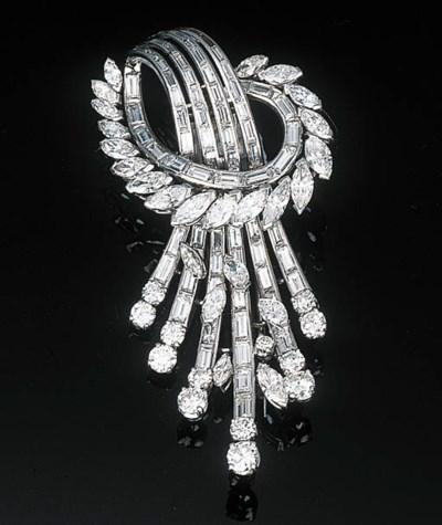 A DIAMOND-SET SPRAY CLIP BROOC