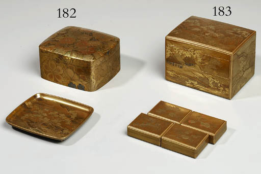 A TWO-TIERED GOLD LACQUER BOX