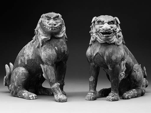 A pair of seated Koma-inu
