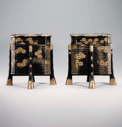 A pair of lacquer kaioke [shel