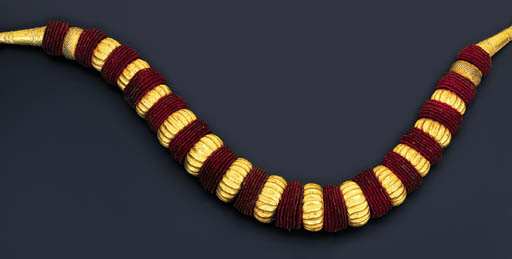 A MODERN SOUTH INDIAN NECKLACE