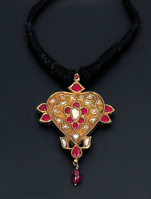 A GEM-SET AND ENAMEL PENDENT N