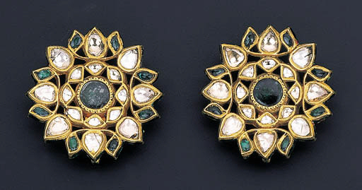 A PAIR OF MODERN EMERALD AND D