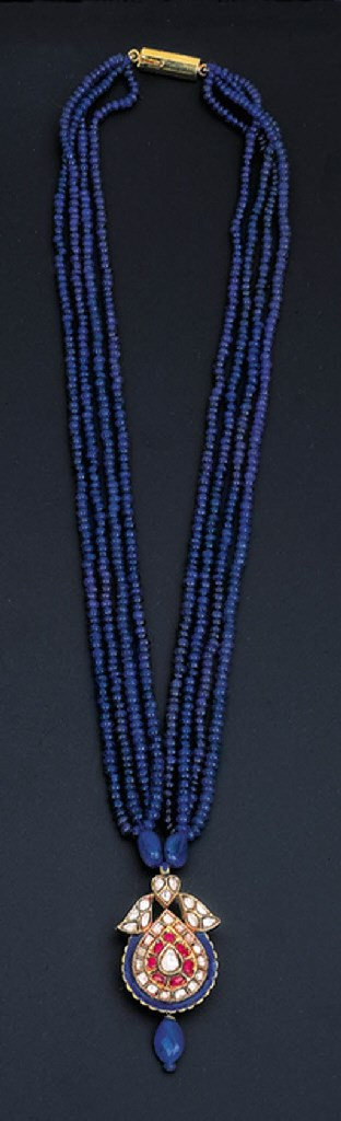 A DIAMOND AND SAPPHIRE PENDENT