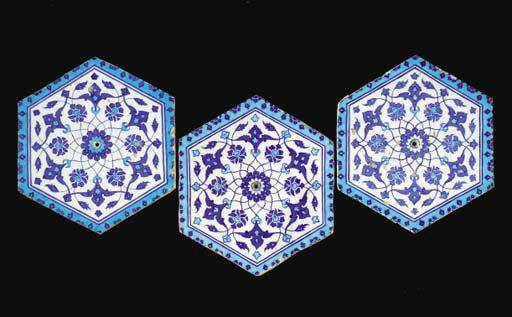 THREE BLUE AND WHITE IZNIK TIL