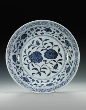 AN EARLY MING BLUE AND WHITE DISH