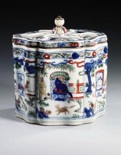 A RARE MING WUCAI HEXAFOIL BOX