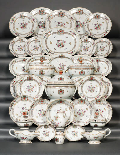A FINE FAMILLE ROSE ARMORIAL P