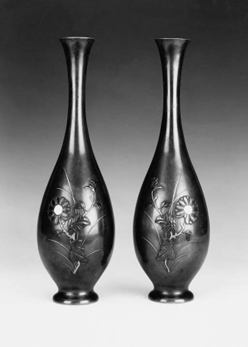 A pair of Japanese pear-shaped