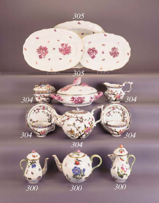Various items of Herend tea an