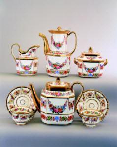 A French porcelain part tea se