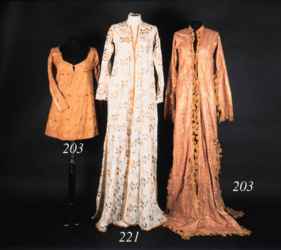 A lady's anteri (outer robe)