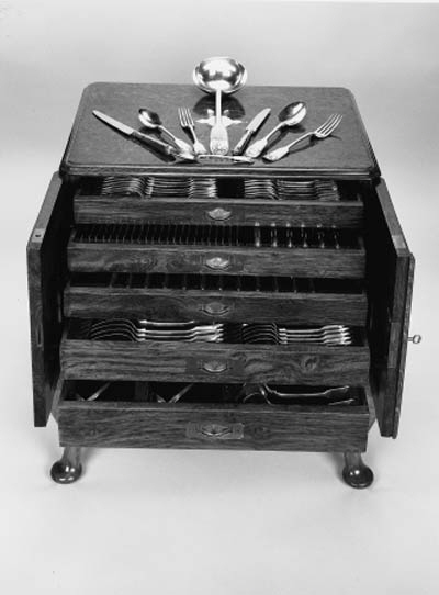 A Victorian canteen of fiddle