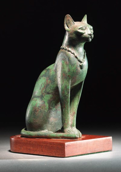 A BRONZE FIGURE OF A SEATED CA