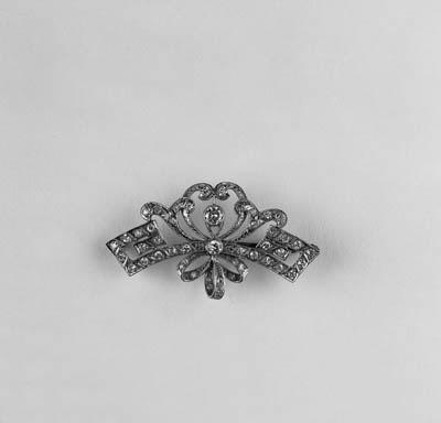A diamond cluster brooch,