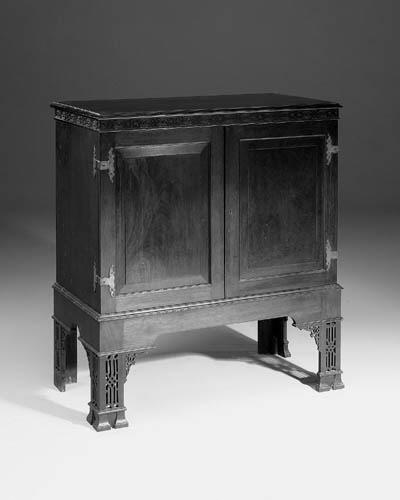 A Victorian mahogany cabinet-o