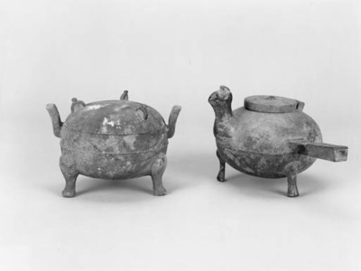 A Han bronze tripod vessel