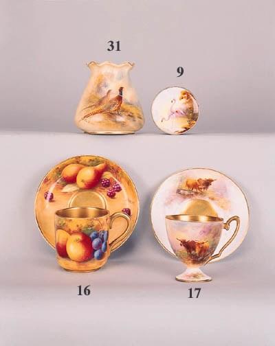 A porcelain-mounted silver com